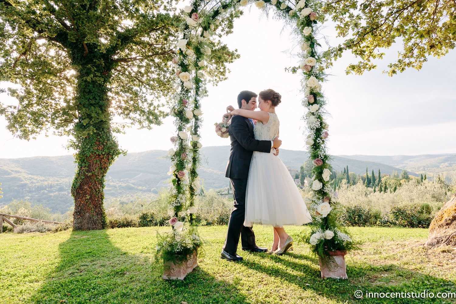 wedding ceremony officiant in tuscany